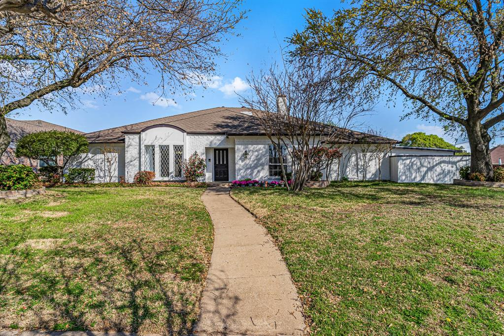 1300 Chesterton  Drive, Richardson, Texas 75080 - Acquisto Real Estate best plano realtor mike Shepherd home owners association expert