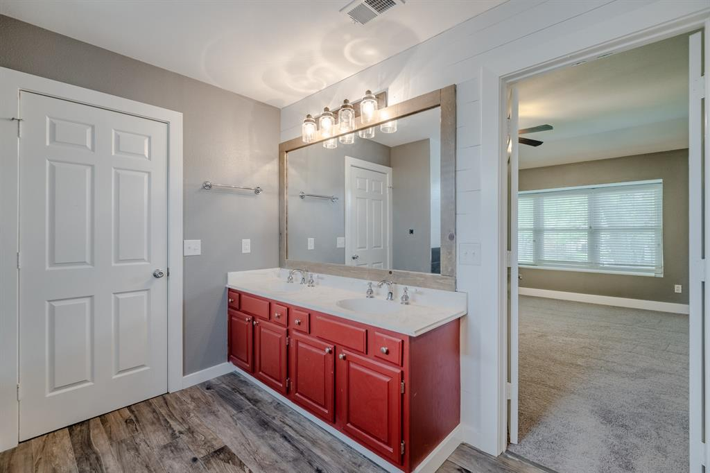 2246 Villawood  Lane, Garland, Texas 75040 - acquisto real estate best designer and realtor hannah ewing kind realtor