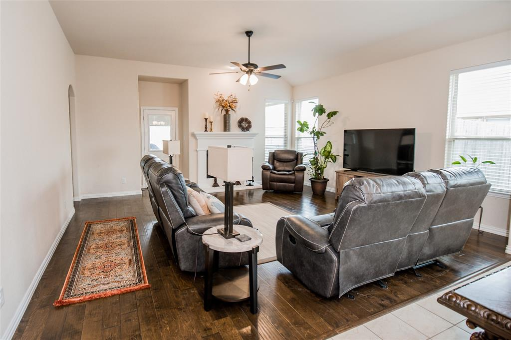 1604 Pacific Avenue, Ennis, Texas 75119 - acquisto real estate best style realtor kim miller best real estate reviews dfw