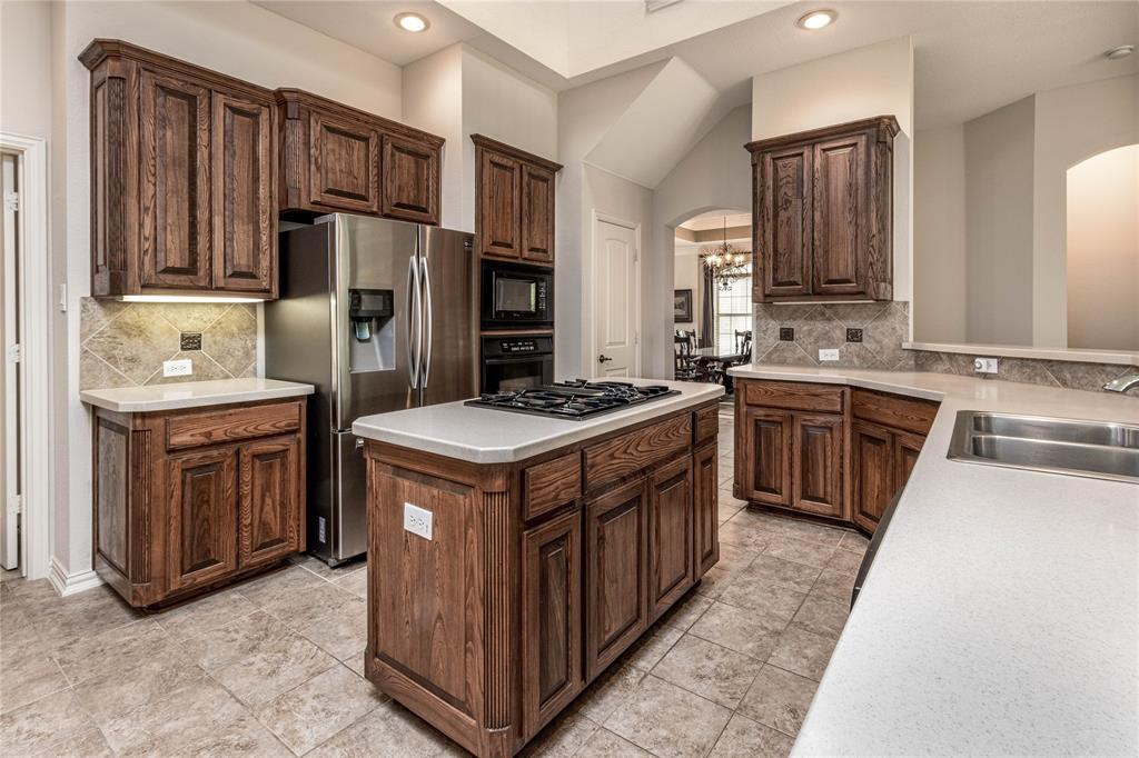 2620 Waterfront  Drive, Grand Prairie, Texas 75054 - acquisto real estate best new home sales realtor linda miller executor real estate