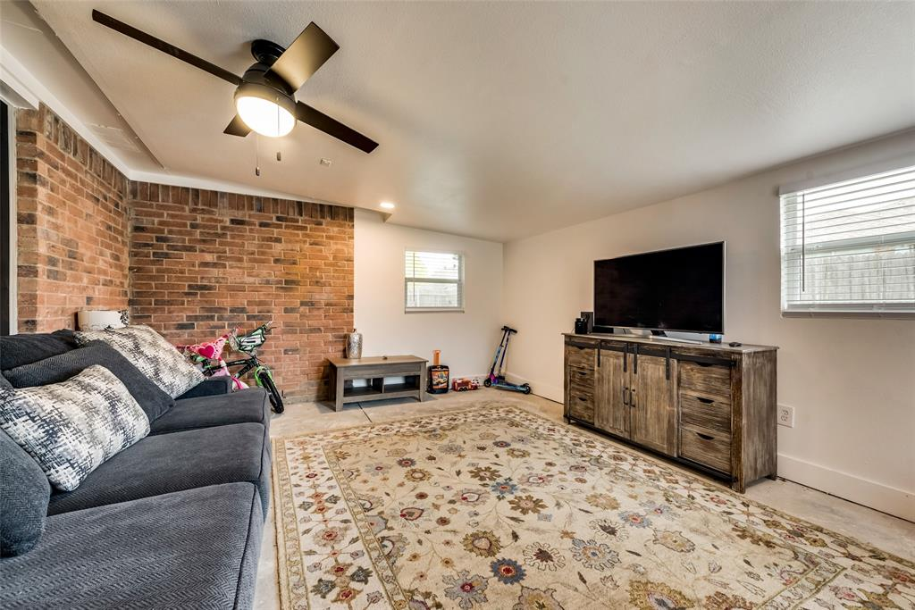 820 Miles  Lane, Cedar Hill, Texas 75104 - acquisto real estate best designer and realtor hannah ewing kind realtor