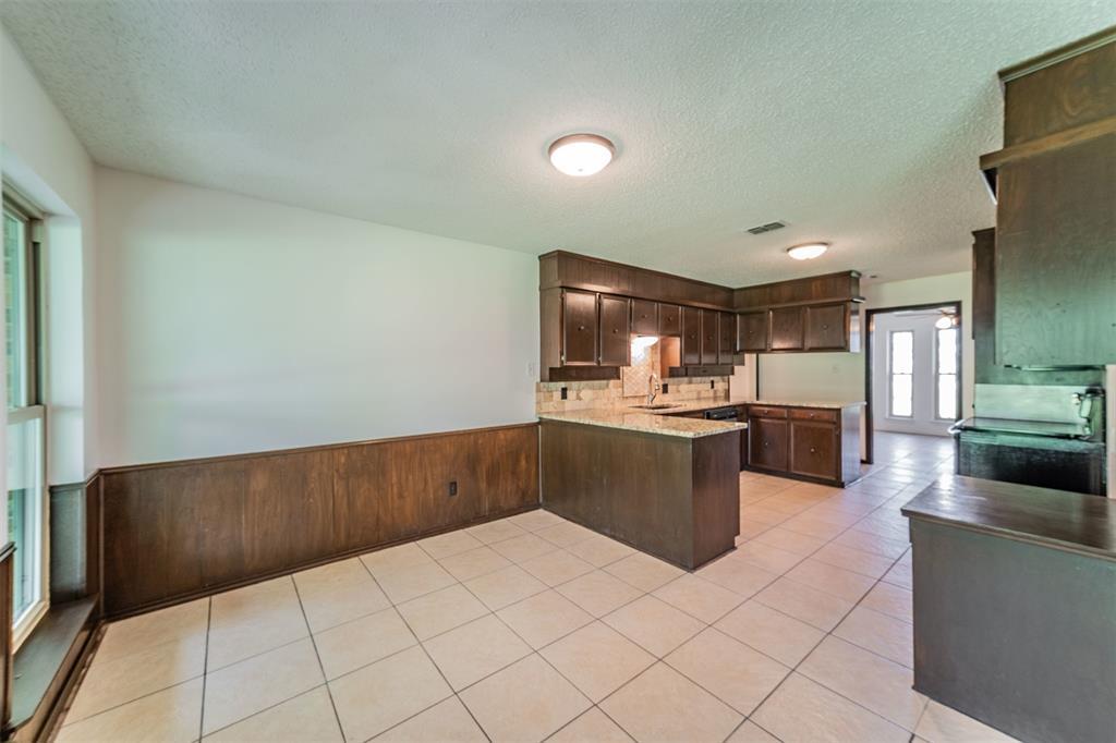 104 Mountain Valley Boulevard, Joshua, Texas 76058 - acquisto real estate best highland park realtor amy gasperini fast real estate service