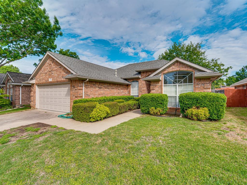324 Chantilly  Court, Hurst, Texas 76054 - Acquisto Real Estate best plano realtor mike Shepherd home owners association expert