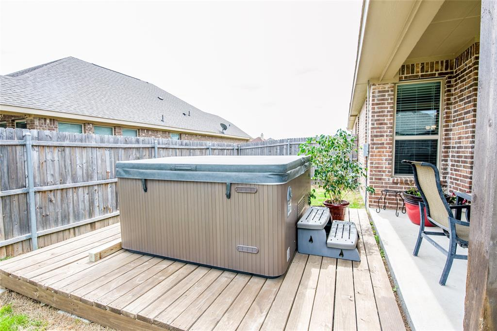 1604 Pacific Avenue, Ennis, Texas 75119 - acquisto real estate best park cities realtor kim miller best staging agent