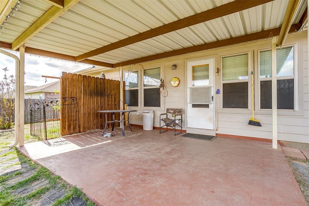 2529 Castle Pines Drive, Burleson, Texas 76028 - acquisto real estate best negotiating realtor linda miller declutter realtor