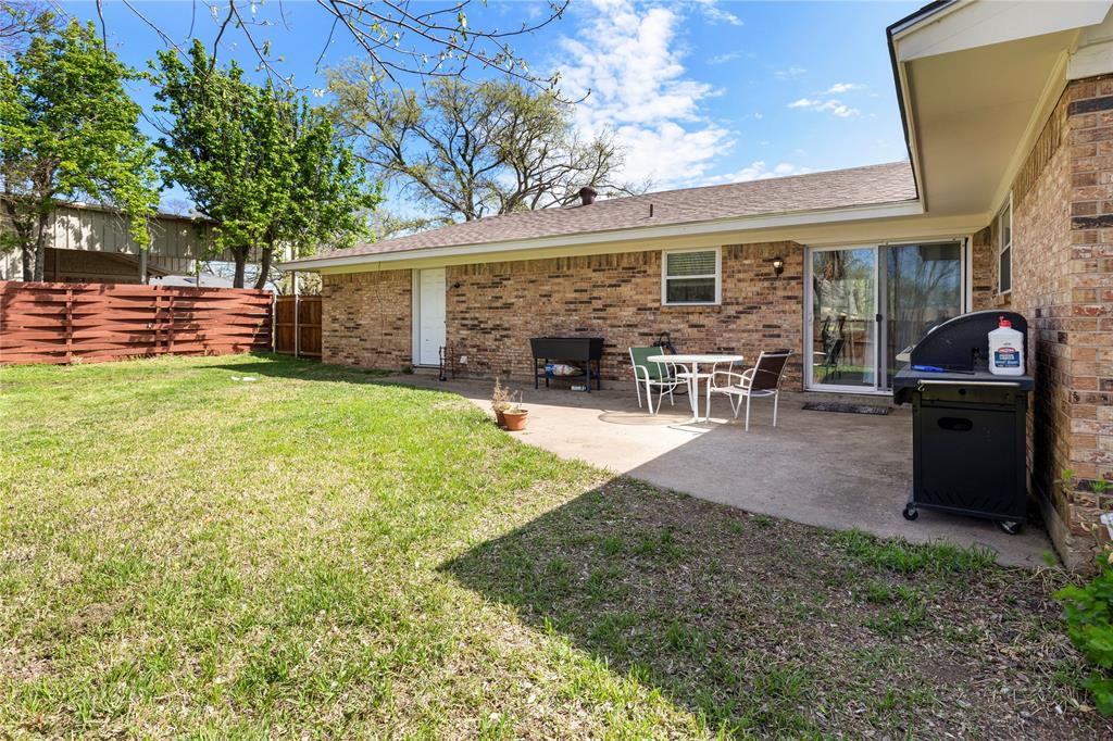 2410 Ridgewood Drive, Sherman, Texas 75092 - acquisto real estate best realtor dallas texas linda miller agent for cultural buyers