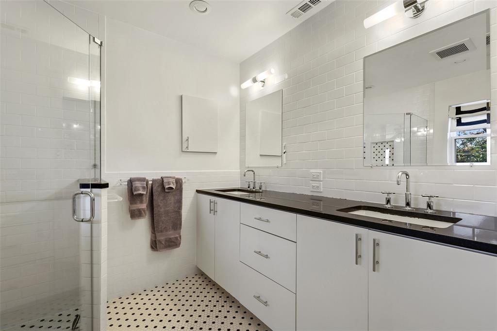6222 Crestmont Drive, Dallas, Texas 75214 - acquisto real estate best new home sales realtor linda miller executor real estate