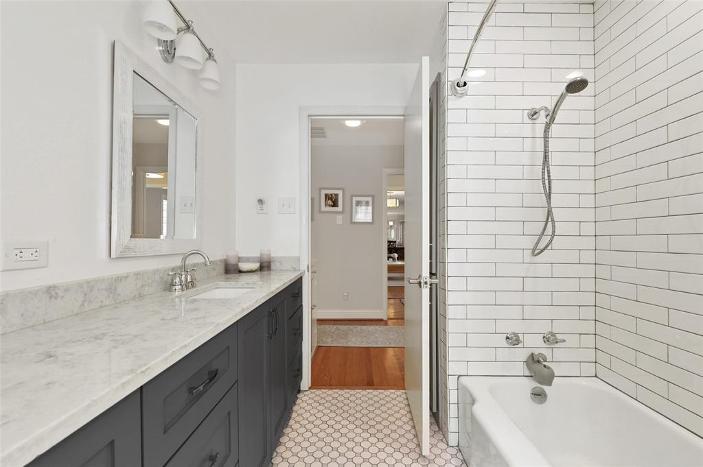 6222 Crestmont Drive, Dallas, Texas 75214 - acquisto real estate best realtor dallas texas linda miller agent for cultural buyers