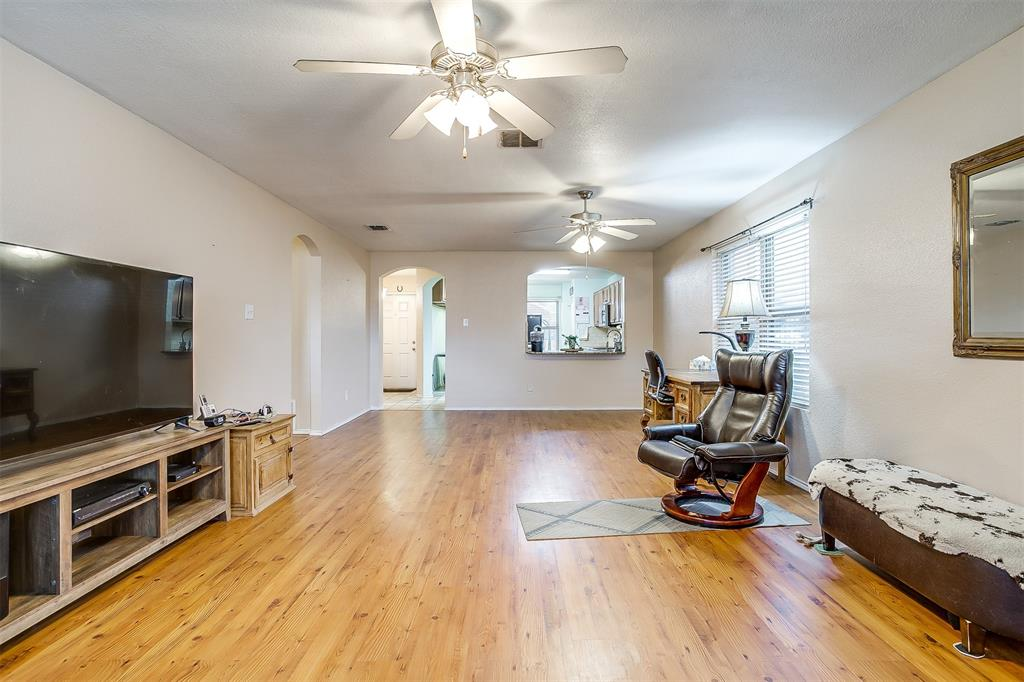 2529 Castle Pines Drive, Burleson, Texas 76028 - acquisto real estate best designer and realtor hannah ewing kind realtor