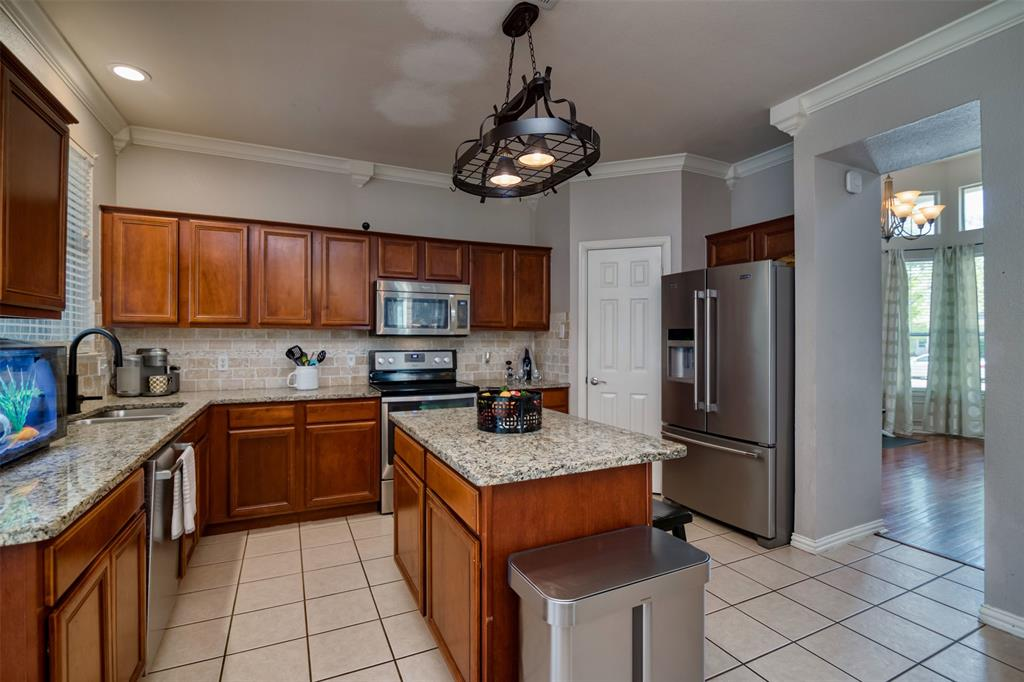 10237 Lakeview  Drive, Providence Village, Texas 76227 - acquisto real estate best designer and realtor hannah ewing kind realtor