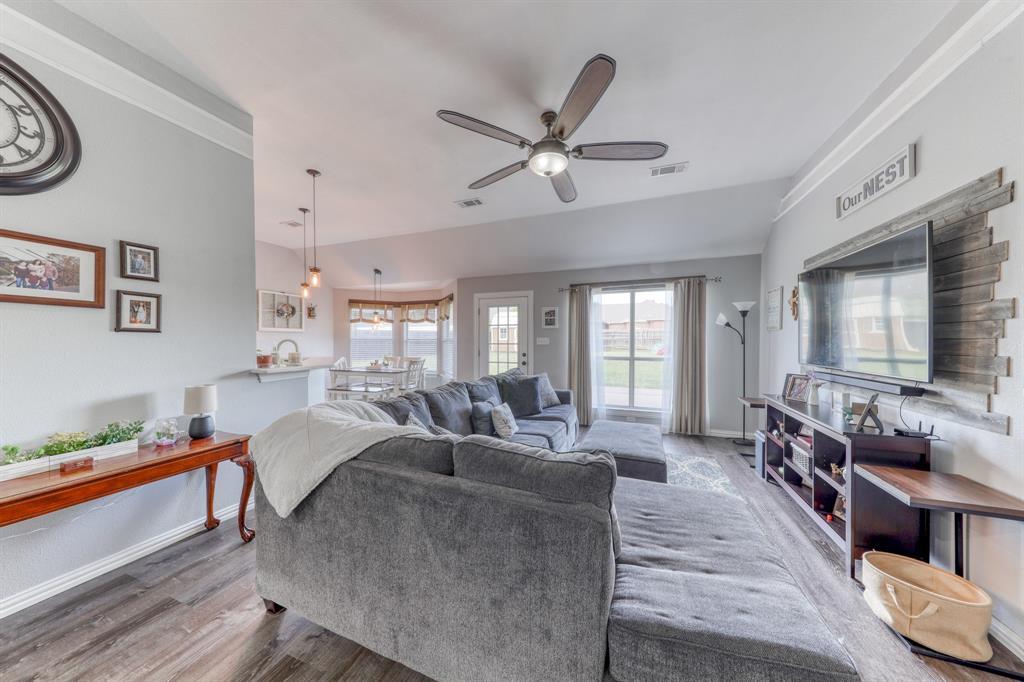 1029 Calinco  Drive, Granbury, Texas 76048 - acquisto real estate best real estate company to work for
