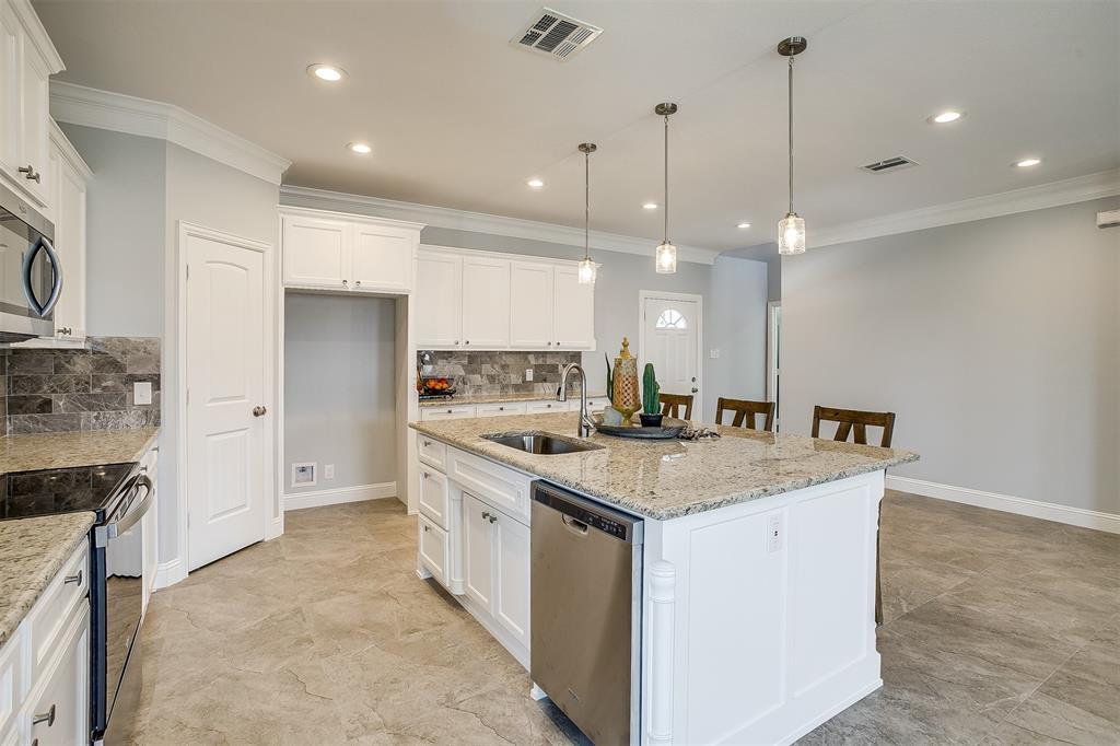 719 Rock Harbor Court, Granbury, Texas 76048 - acquisto real estate best luxury buyers agent in texas shana acquisto inheritance realtor