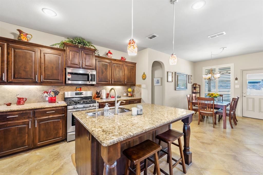 200 Oakmont Drive, Northlake, Texas 76226 - acquisto real estate best celina realtor logan lawrence best dressed realtor