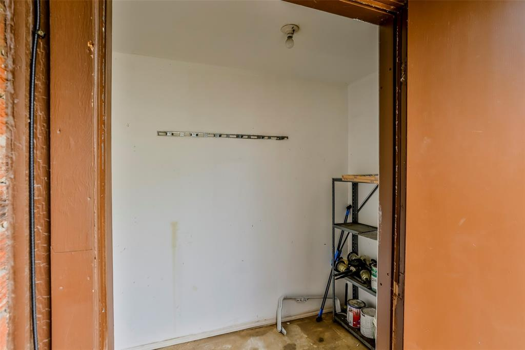 1041 Stableway Lane, Bedford, Texas 76022 - acquisto real estate best realtor foreclosure real estate mike shepeherd walnut grove realtor