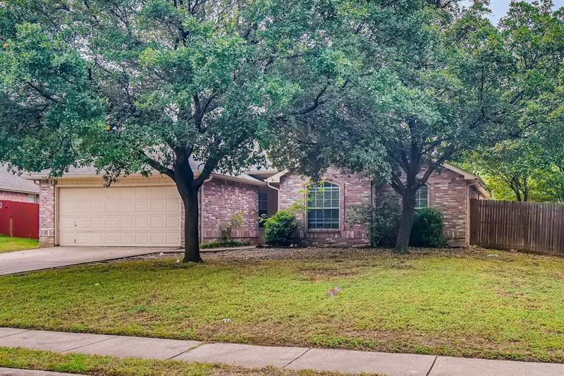 932 Santa Fe Drive, Saginaw, Texas 76131 - Acquisto Real Estate best plano realtor mike Shepherd home owners association expert