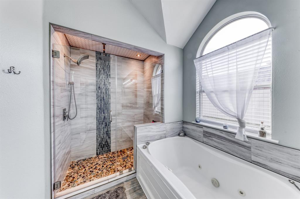 1029 Calinco  Drive, Granbury, Texas 76048 - acquisto real estate best frisco real estate broker in texas for high net worth buyers