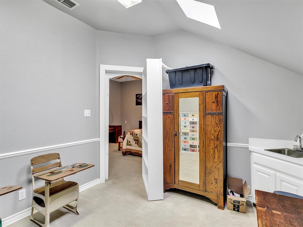 22 Whispering Oaks Drive, Denison, Texas 75020 - acquisto real estate best plano real estate agent mike shepherd