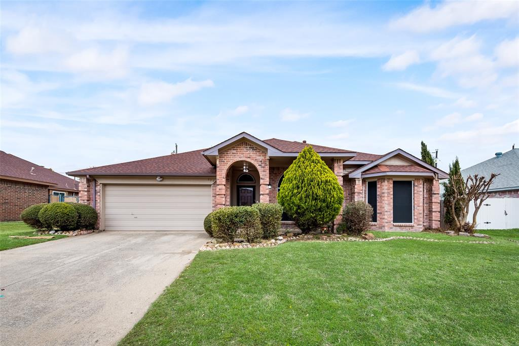820 Miles  Lane, Cedar Hill, Texas 75104 - Acquisto Real Estate best plano realtor mike Shepherd home owners association expert
