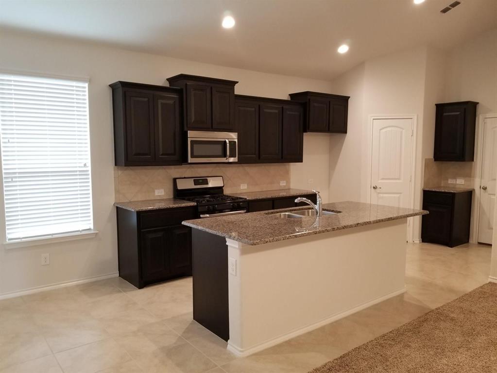 9256 Flying Eagle Lane, Fort Worth, Texas 76131 - acquisto real estate best prosper realtor susan cancemi windfarms realtor