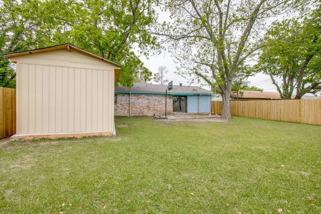 13033 Spring Oak  Drive, Balch Springs, Texas 75180 - acquisto real estate best new home sales realtor linda miller executor real estate