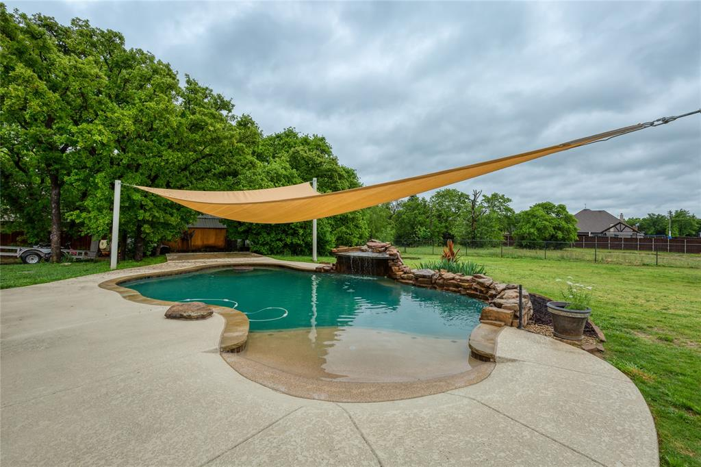 112 Mitch  Court, Boyd, Texas 76023 - acquisto real estate best plano real estate agent mike shepherd