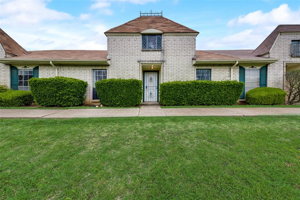 10 Townhouse  Lane, Grand Prairie, Texas 75052 - Acquisto Real Estate best plano realtor mike Shepherd home owners association expert