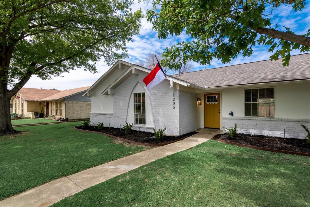 2205 Greenvalley  Drive, Carrollton, Texas 75007 - Acquisto Real Estate best mckinney realtor hannah ewing stonebridge ranch expert