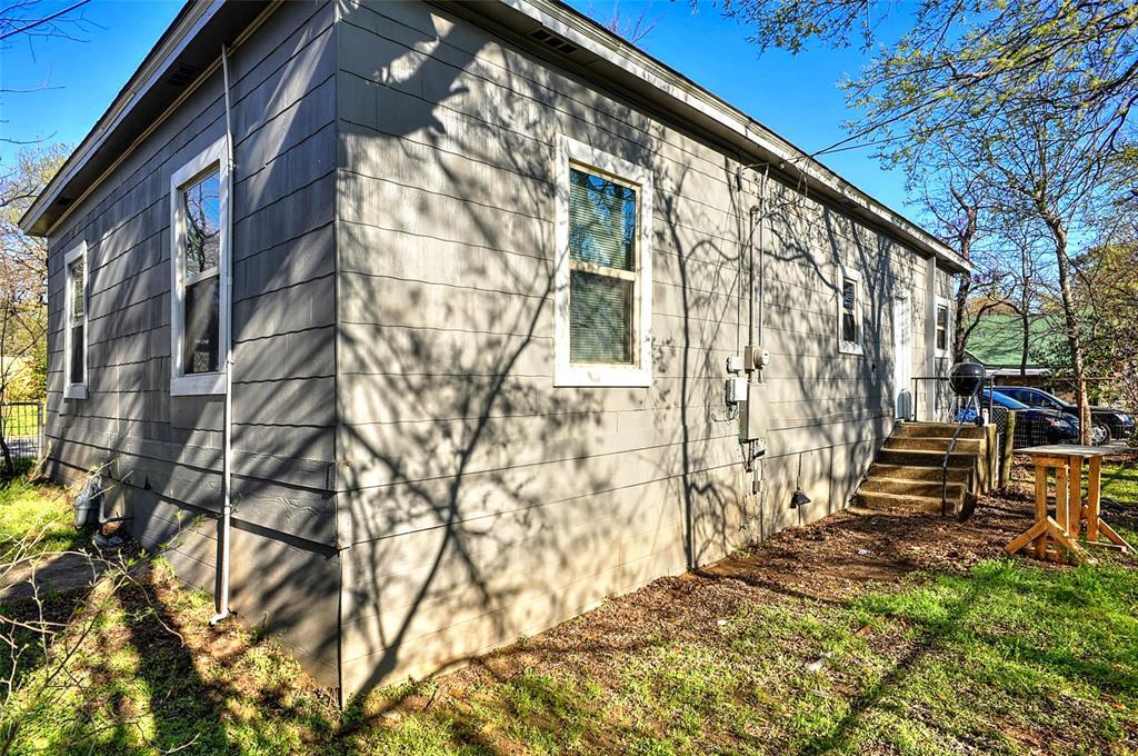 710 Scullin Avenue, Denison, Texas 75020 - acquisto real estate best realtor foreclosure real estate mike shepeherd walnut grove realtor