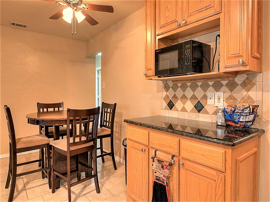 616 Creekview  Drive, Burleson, Texas 76028 - acquisto real estate best new home sales realtor linda miller executor real estate