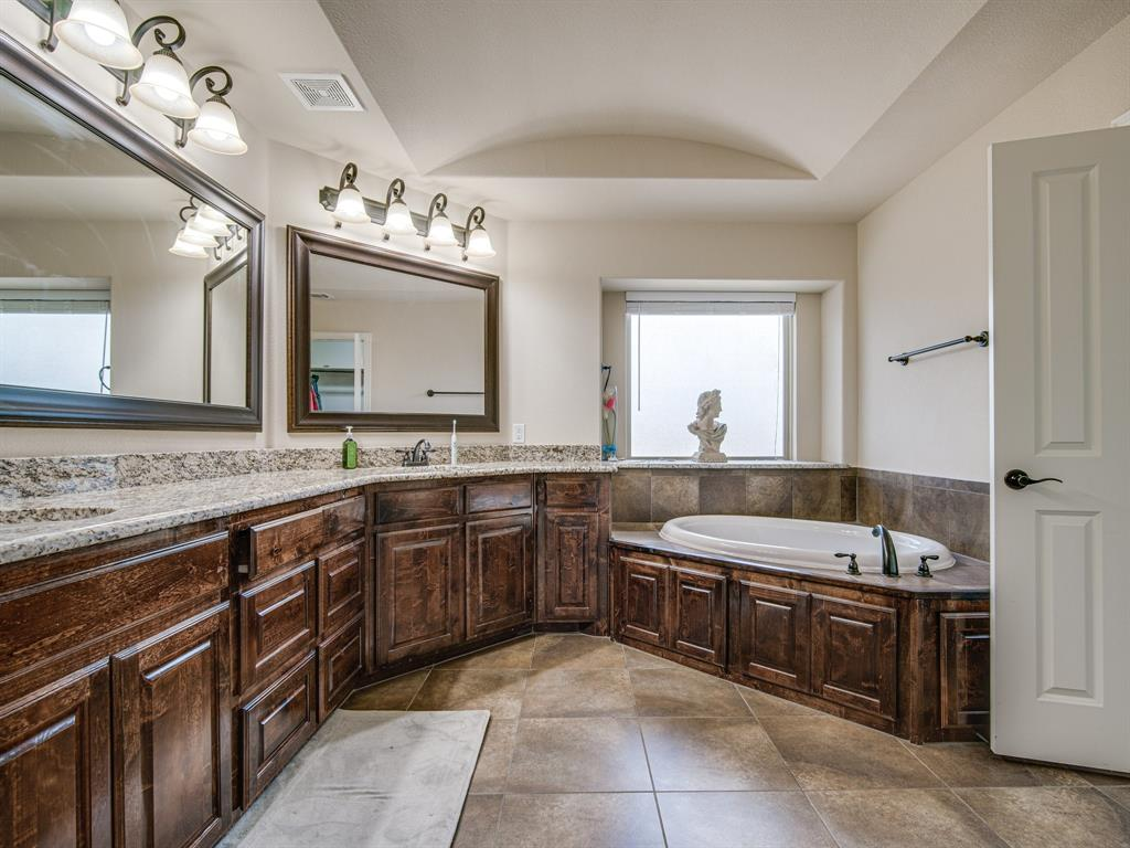 1310 Billingsley  Drive, Waxahachie, Texas 75167 - acquisto real estate best realtor dallas texas linda miller agent for cultural buyers