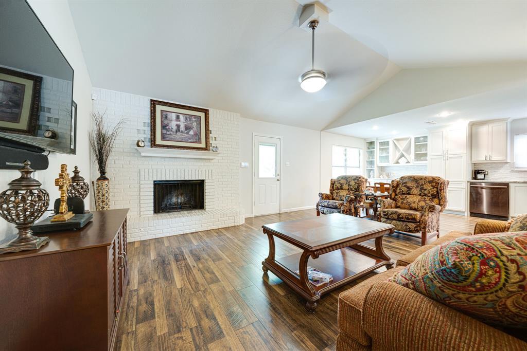 7800 Pebblebrook  Drive, Watauga, Texas 76148 - acquisto real estate best negotiating realtor linda miller declutter realtor