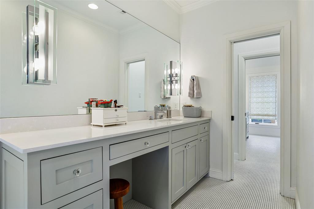 560 Northlake  Drive, Dallas, Texas 75218 - acquisto real estate best looking realtor in america shana acquisto