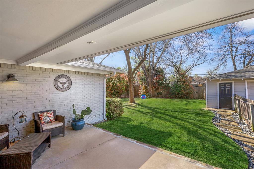 6222 Crestmont Drive, Dallas, Texas 75214 - acquisto real estate best realtor foreclosure real estate mike shepeherd walnut grove realtor