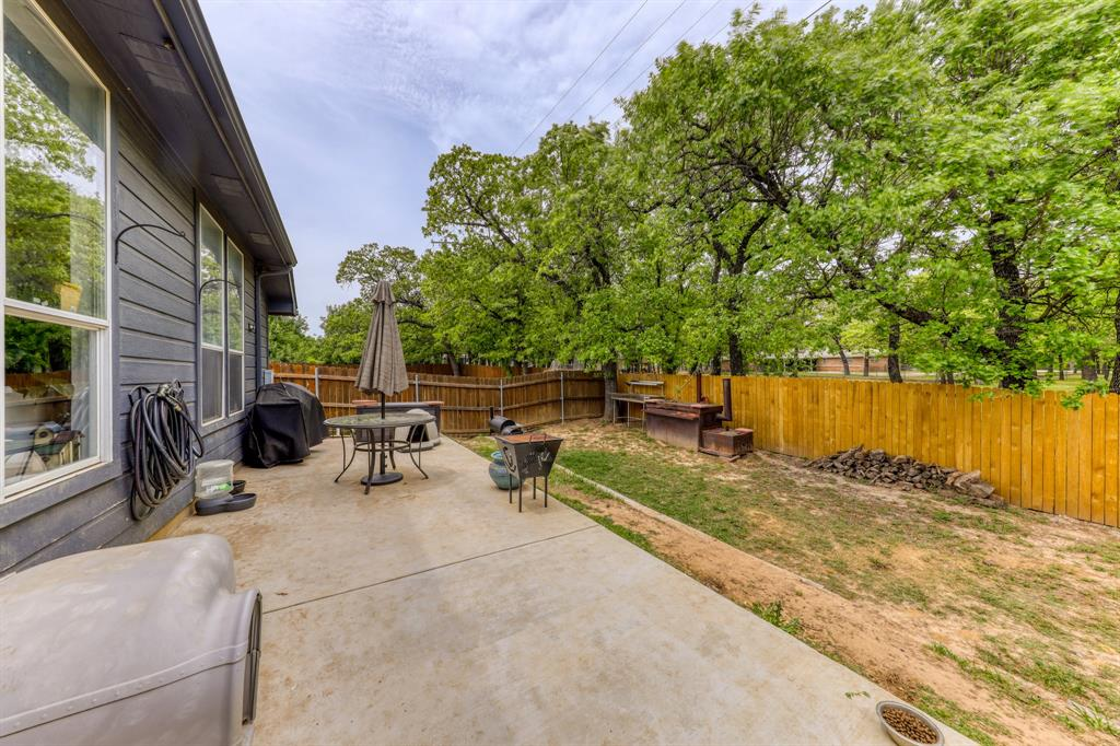 310 Dalhart  Court, Weatherford, Texas 76086 - acquisto real estate best realtor dallas texas linda miller agent for cultural buyers