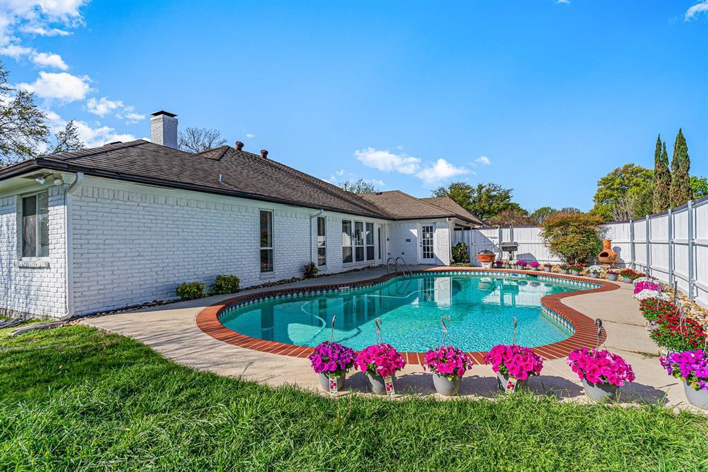 1300 Chesterton  Drive, Richardson, Texas 75080 - acquisto real estate best park cities realtor kim miller best staging agent