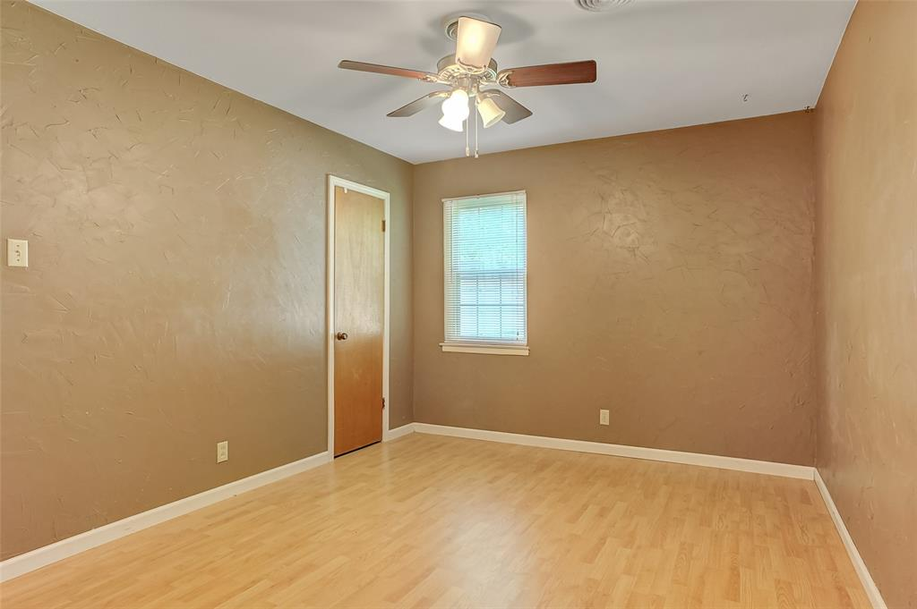 124 Imperial  Drive, Denison, Texas 75020 - acquisto real estate best realtor foreclosure real estate mike shepeherd walnut grove realtor