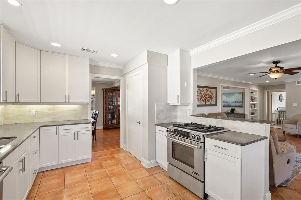 6222 Crestmont Drive, Dallas, Texas 75214 - acquisto real estate best celina realtor logan lawrence best dressed realtor
