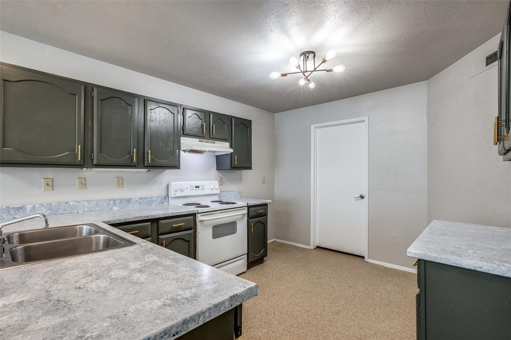 4200 Cranbrook Drive, Arlington, Texas 76016 - acquisto real estate best allen realtor kim miller hunters creek expert