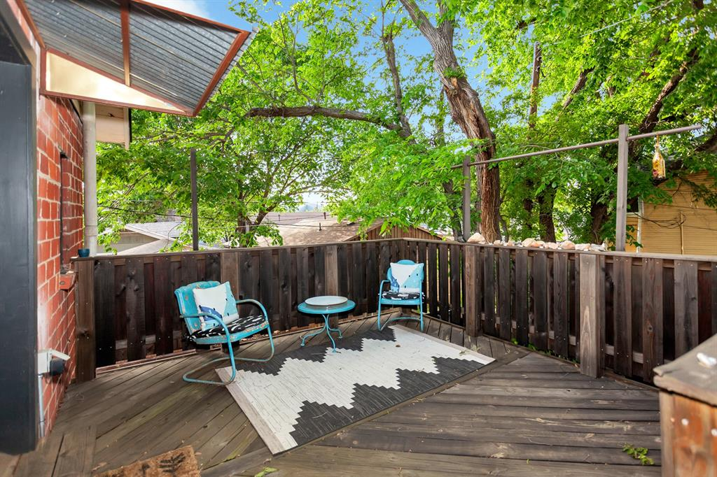 2260 Fairmount  Avenue, Fort Worth, Texas 76110 - acquisto real estate best realtor foreclosure real estate mike shepeherd walnut grove realtor