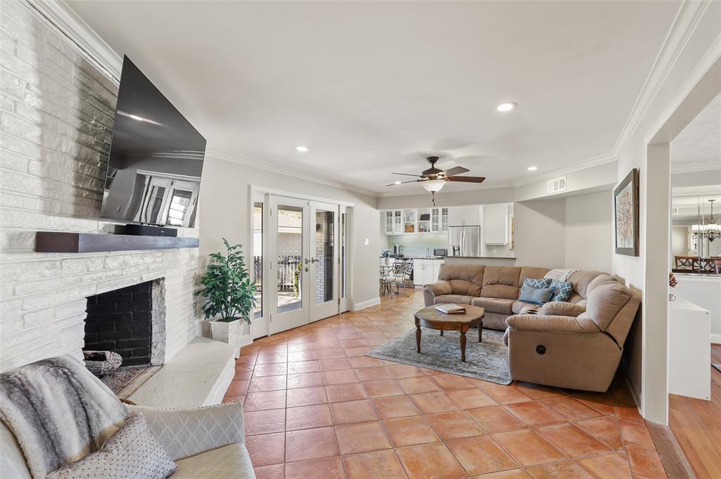 6222 Crestmont Drive, Dallas, Texas 75214 - acquisto real estate best prosper realtor susan cancemi windfarms realtor