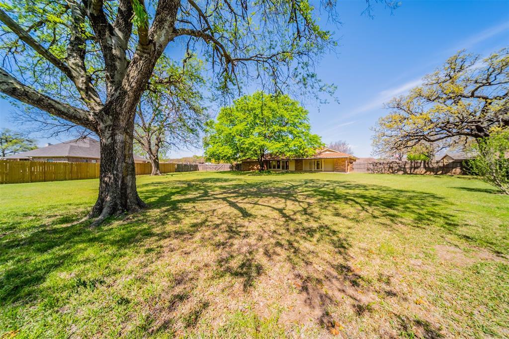 104 Mountain Valley Boulevard, Joshua, Texas 76058 - acquisto real estate best frisco real estate agent amy gasperini panther creek realtor
