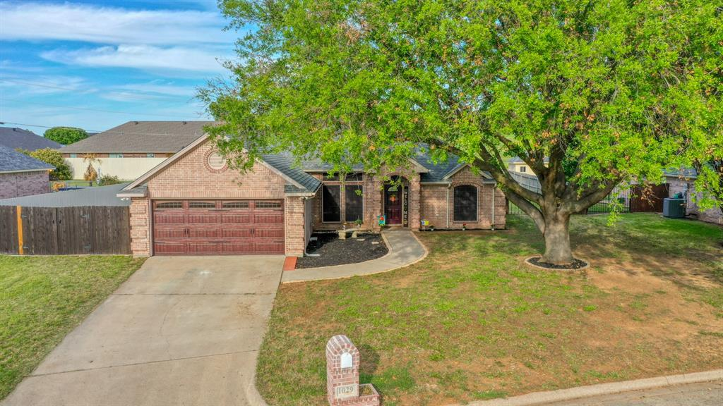 1029 Calinco  Drive, Granbury, Texas 76048 - Acquisto Real Estate best plano realtor mike Shepherd home owners association expert