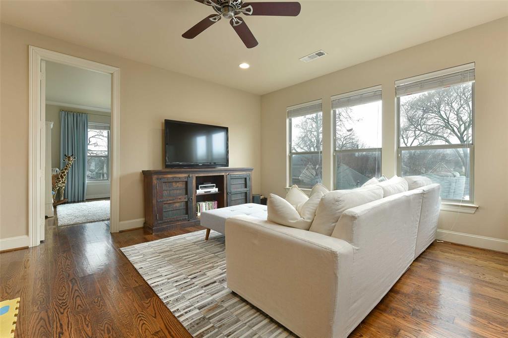 5226 Ridgedale  Avenue, Dallas, Texas 75206 - acquisto real estate best realtor foreclosure real estate mike shepeherd walnut grove realtor