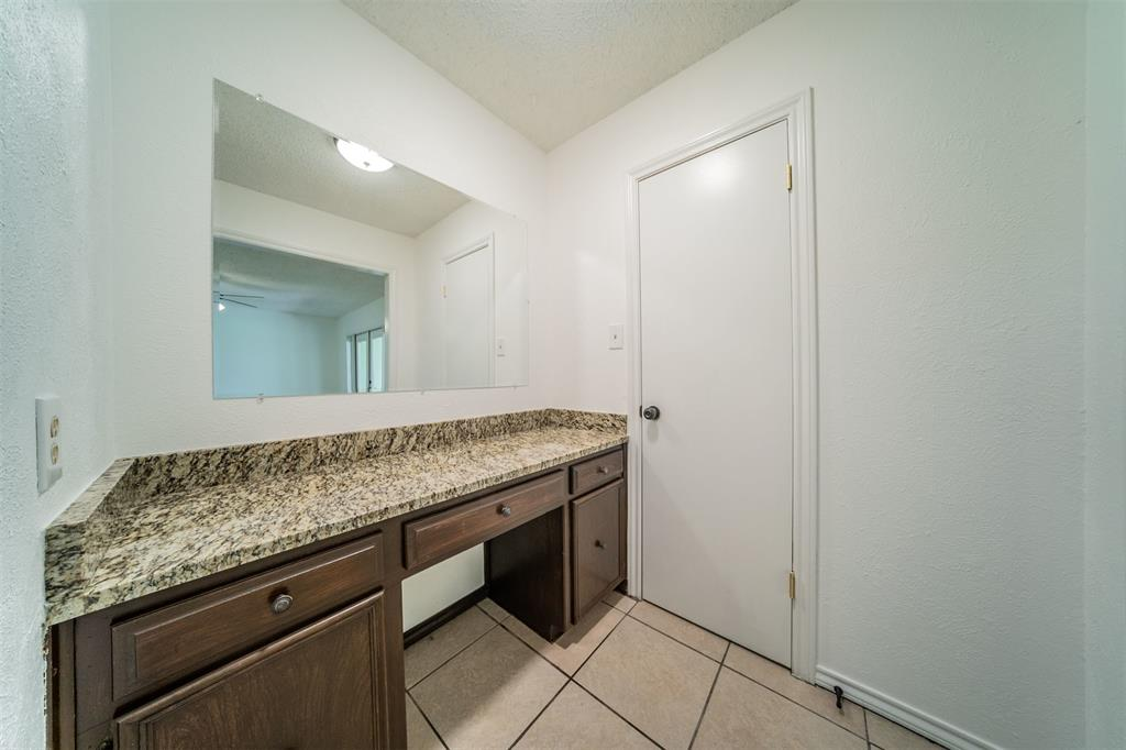 104 Mountain Valley Boulevard, Joshua, Texas 76058 - acquisto real estate best real estate company to work for