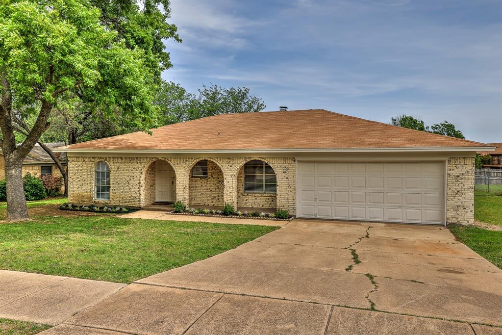 200 Lochness  Lane, Benbrook, Texas 76126 - acquisto real estate best allen realtor kim miller hunters creek expert