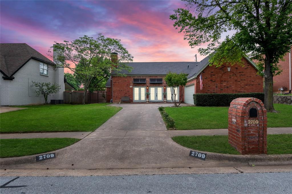 2709 Whitby  Lane, Grapevine, Texas 76051 - Acquisto Real Estate best plano realtor mike Shepherd home owners association expert