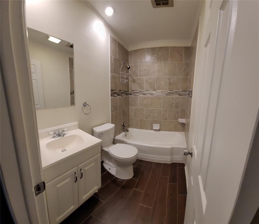 3321 Longmeade  Drive, Farmers Branch, Texas 75234 - acquisto real estate best highland park realtor amy gasperini fast real estate service
