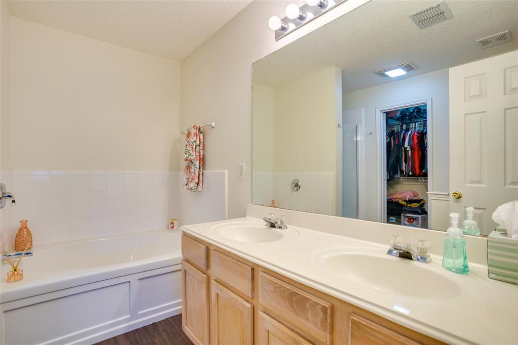 4421 Centennial  Court, Fort Worth, Texas 76244 - acquisto real estate best frisco real estate broker in texas for high net worth buyers