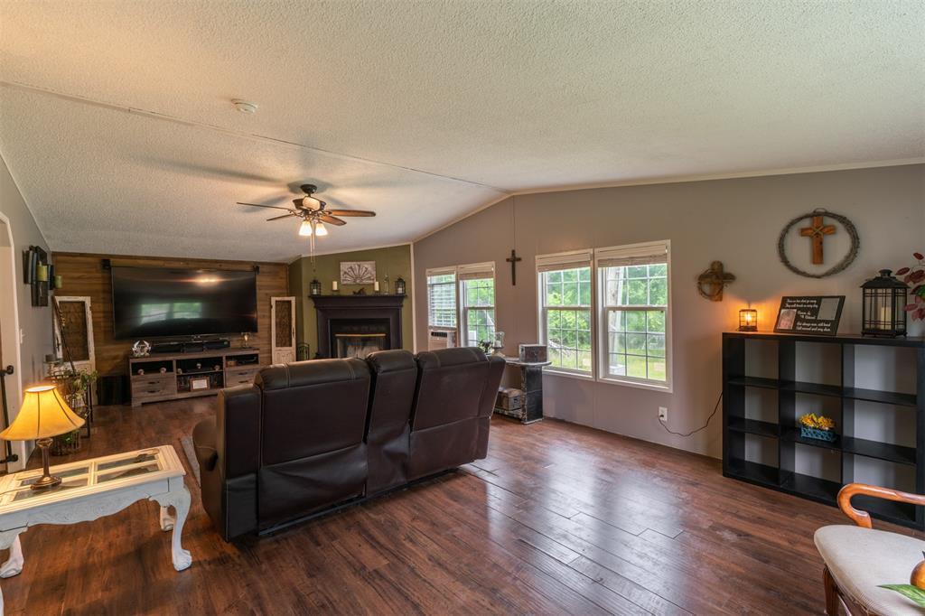 3360 Interstate Highway 30  Greenville, Texas 75402 - acquisto real estate best designer and realtor hannah ewing kind realtor