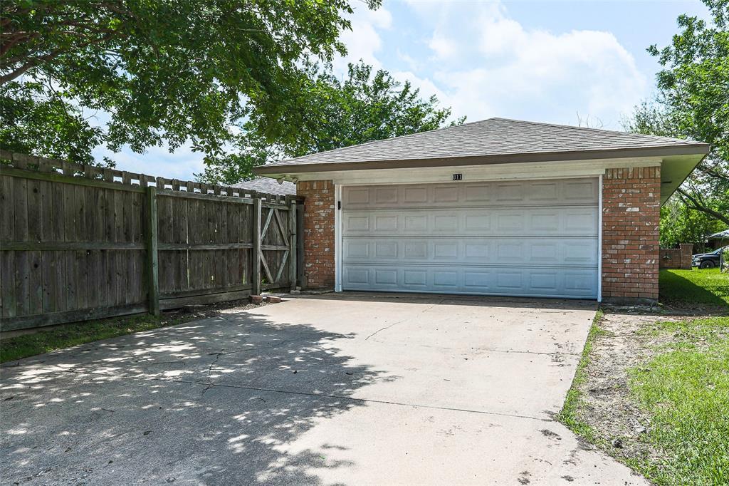 811 Lake Highlands  Drive, Allen, Texas 75002 -